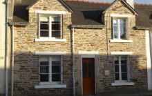 2 bedroomed fully renovated town house with a small secluded garden