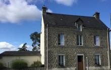 Village house - 4/5 bedrooms - large wokshop - courtyard and enclosed garden - 1 111 m²