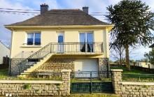 Belle maison de bourg, 2 chambres, sous-sol complet. Jardin 730 m²